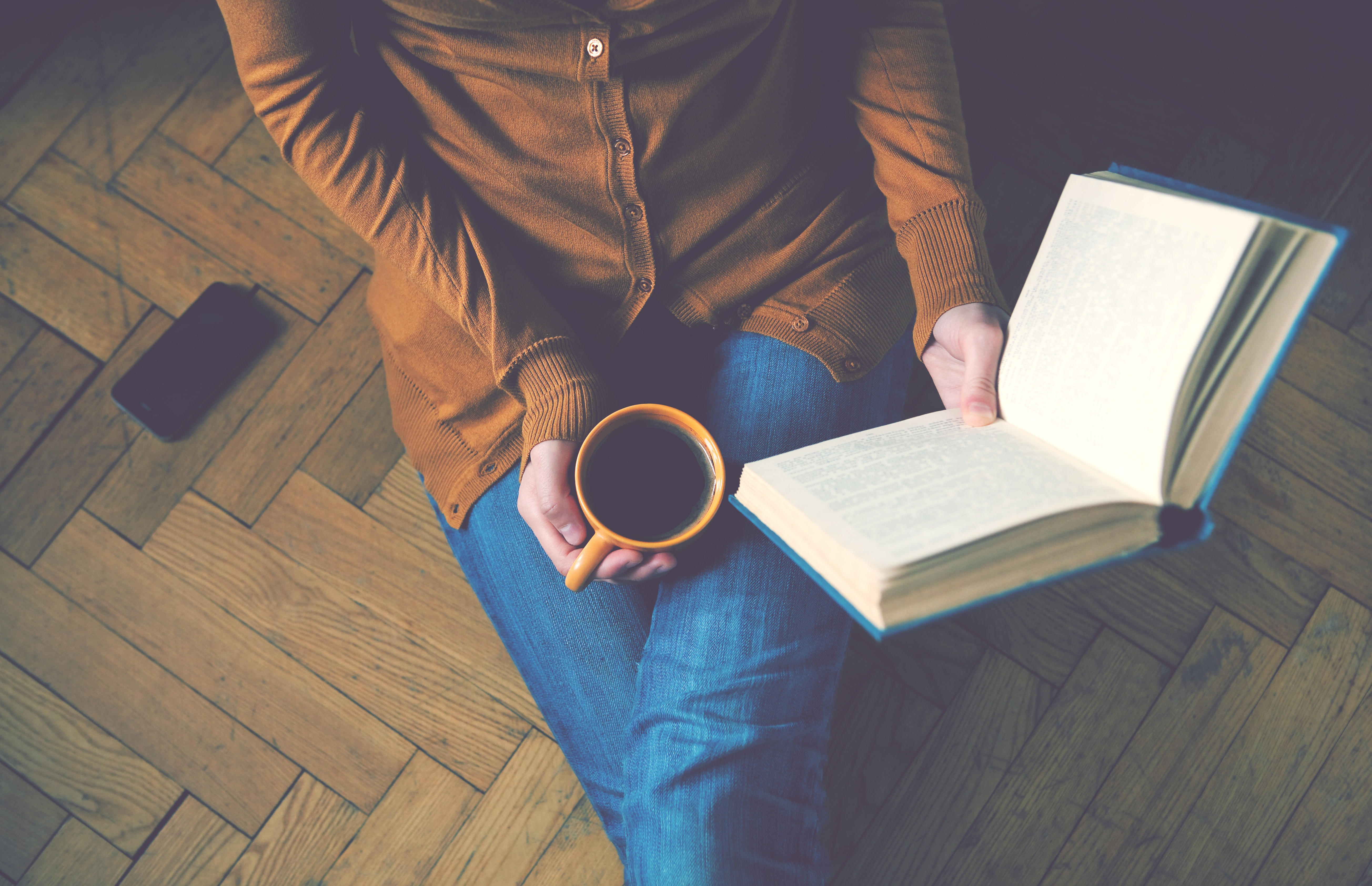 Sitting on the floor with a coffee reading a book - readability metrics for marketers and writers