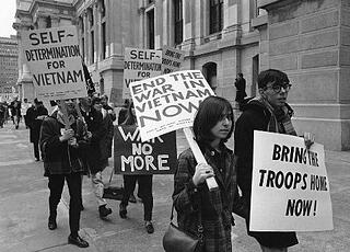 Marketing to Millennials: young people protesting the Vietnam War in 1966