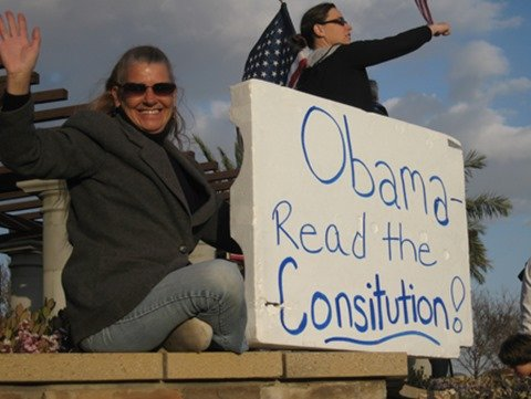 Tea Party sign 'Read the consitution' (sic)
