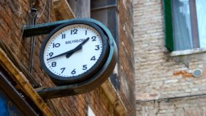 Outdoor clock: time management